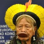 El Cacique Raoni, líder indígena brasileño, denuncia las amenazas a los derechos humanos del proyecto Belo Monte