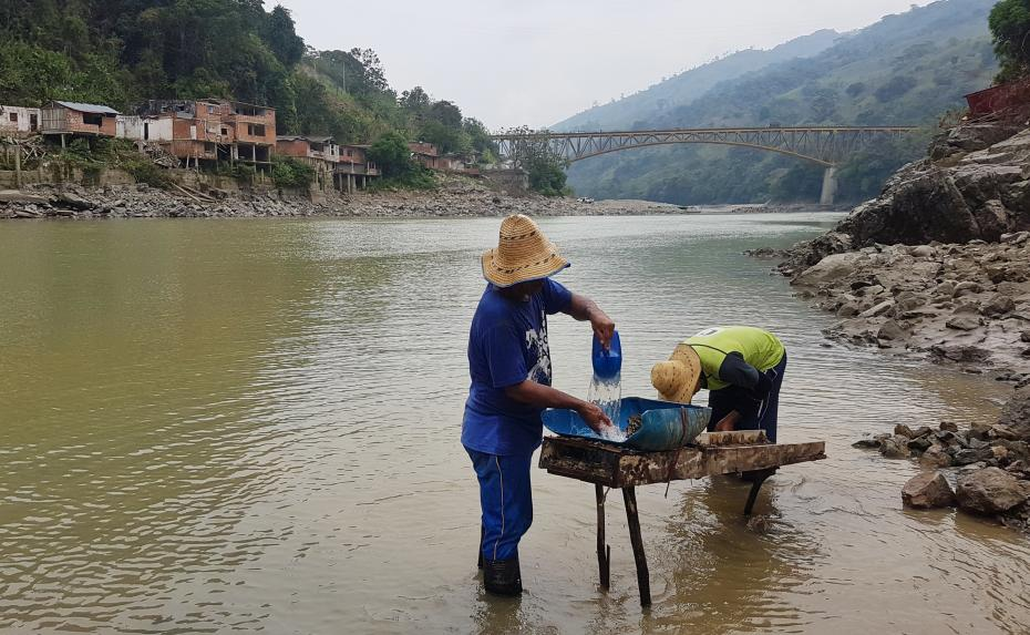 Artisanal mining on the Cauca River, Colombia
