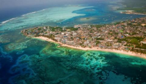 Photo: Aerial view of San Andrés Island in the Colombian Caribbean. Source: Ministerio de Comercio, Industria y Turismo de Colombia.