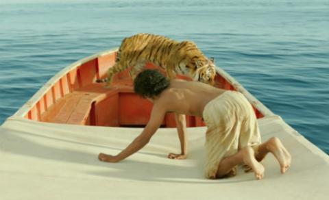 Imagen de la película Life of Pi (2012), basada en el libro homónimo de Yann Martel (2001). Crédito: FOX.