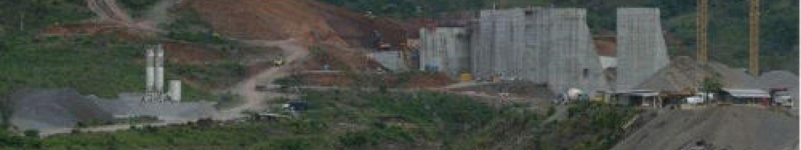 Foto: Construcción de la represa Barro Blanco en el río Tabasará, Panamá. Crédito: Ed Grimaldo/La Estrella de Panamá.
