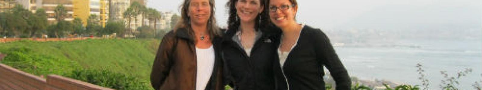 De izquierda a derecha, parte del equipo de trabajo del proyecto: Anna Cederstav, codirectora de AIDA; Andrea Treece, abogada de Earthjustice y Haydée Rodríguez, abogada de AIDA.