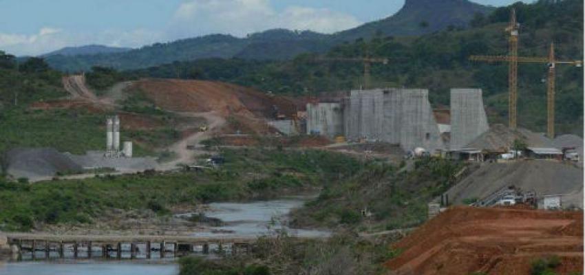 Photo: The construction of the Barro Blanco hydroelectric damco in Panama. Credit: La Prensa.
