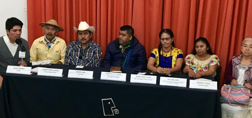 Líderes y lideresas de pueblos indígenas ofrecen una conferencia de prensa para exponer la situación de violación de derechos humanos que viven.